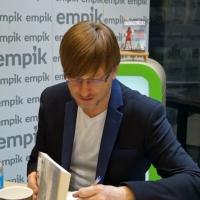 Alek Rogoziński w empik Arkadia_29